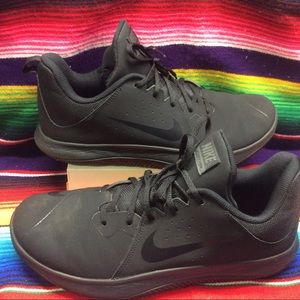 NIKE FLY BY LOW MEN'S SNEAKERS SIZE: 11 BLACK